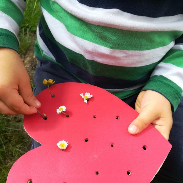 Infilare fiori - Ghiotto e Pastrocchio