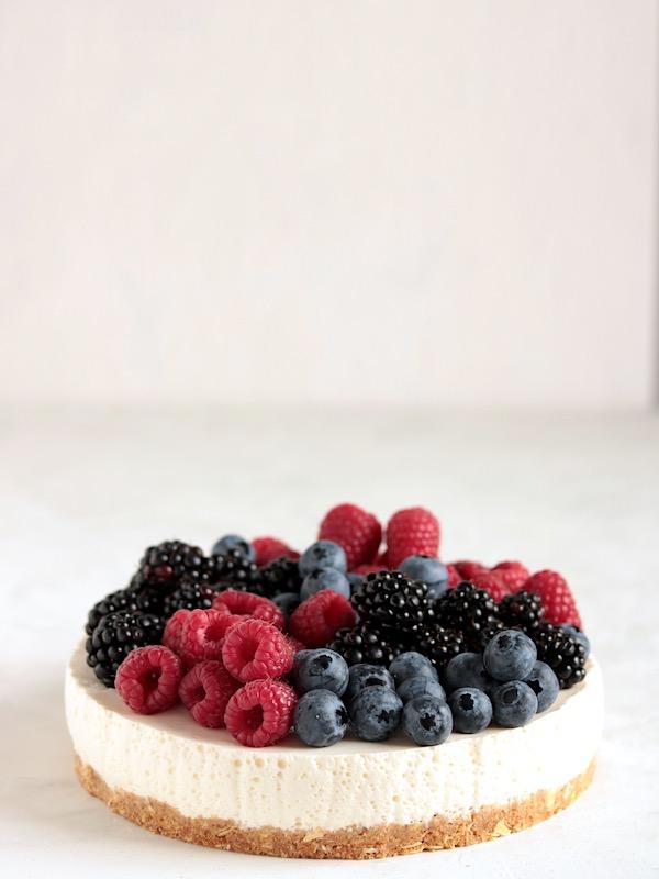 Torta fredda yogurt e frutta